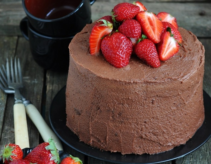 torte dekorieren schokoladentorte dekorieren ideen früchte erdbeeren