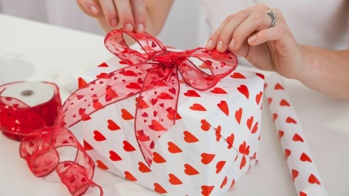 valentinstag geschenkideen männer schöne verpackung