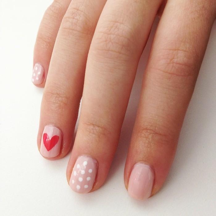 valentinstag ideen hellrosa nagellack herze punkte