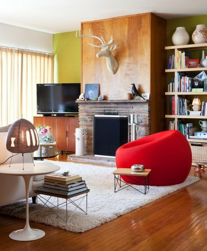 wohnideen wohnzimmer eklektischer stil roter sessel weißer teppich
