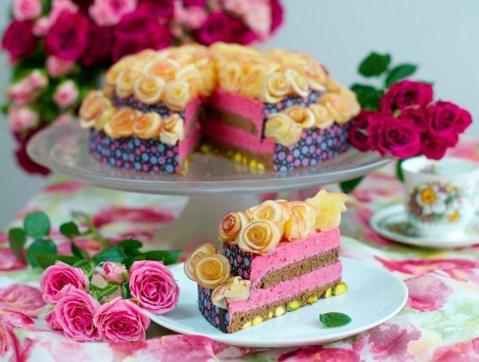 ausgefallene torte mit rosen fuer den fruehling
