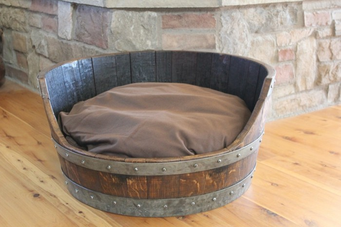 hundebett selber bauen bequemes weinfass upcycling holz
