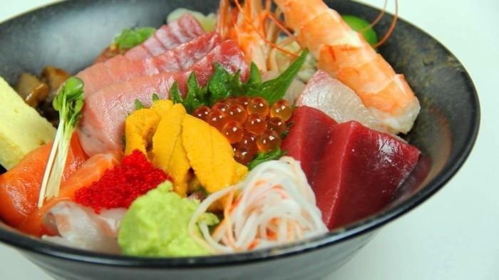 chirashi sushi konsumieren