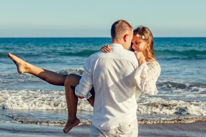 ein liebespaar am strand