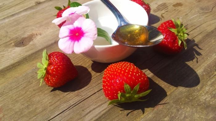 eine gesichtsmaske mit erdbeeren selber machen