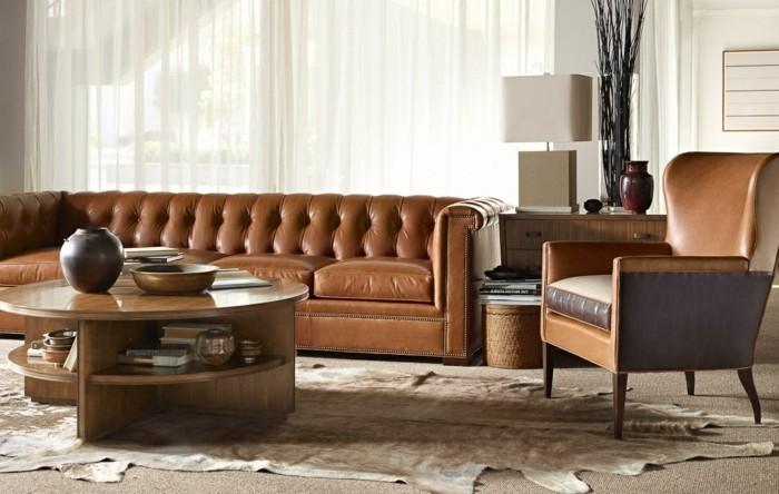 einrichtungstipps leder chesterfield couch ledersessel runder couchtisch holz felleppich