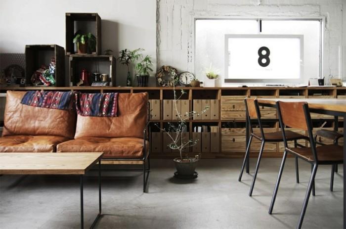 einrichtungstipps leder chesterfield couch ledersessel vintage stil weinkisten regale