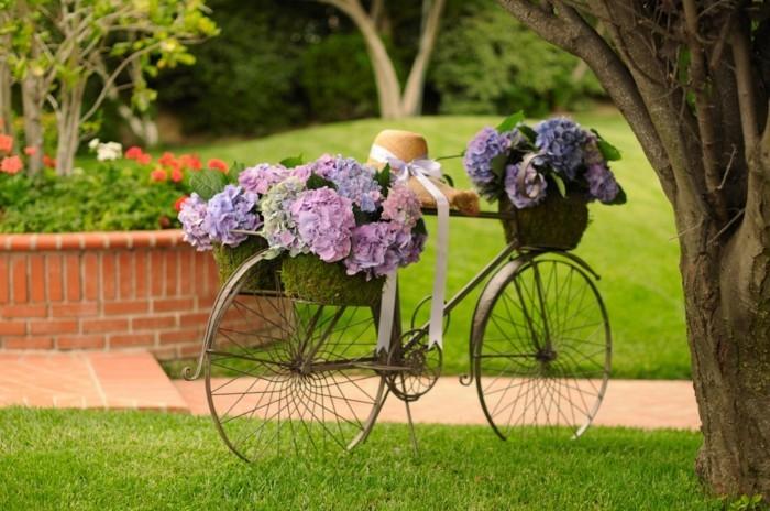 fahrrad dekorieren und in den garten aufstellen
