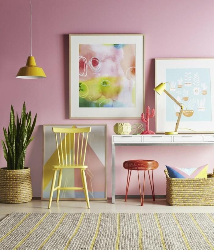 frühlingsdeko mit farben gelber stuhl hängeleuchte tischlampe