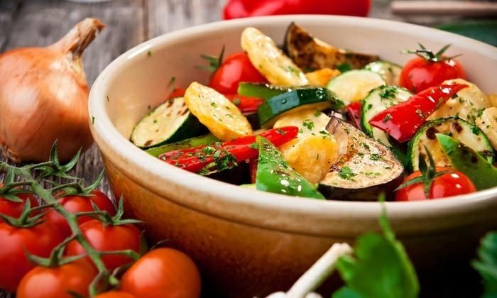frisches gemüse gebacken kartoffeln paprika tomaten zucchini
