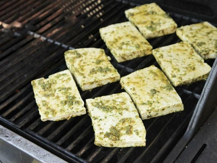 gegrilltes tofu fuer einen einzigartigen geschmack