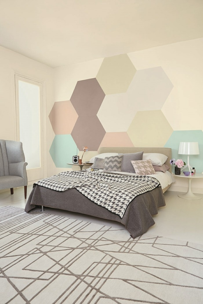 geometrische wand im schlafzimmer