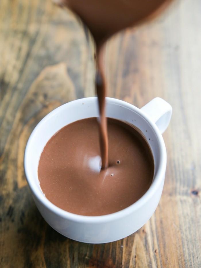 getränkideen-für-kalte-tage-leckere-heiße-schokolade-zubereiten
