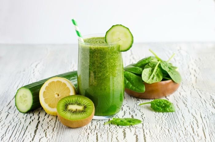 gruene smoothies mit spinat und anderen zutaten