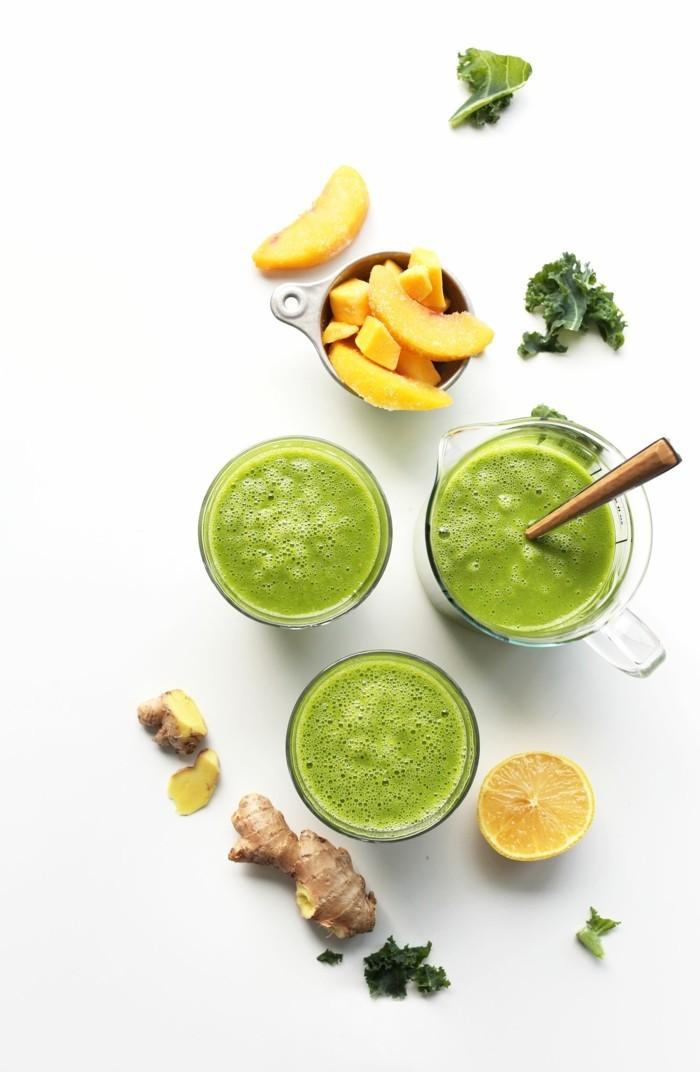 gruener smoothie mit mango und ingwer