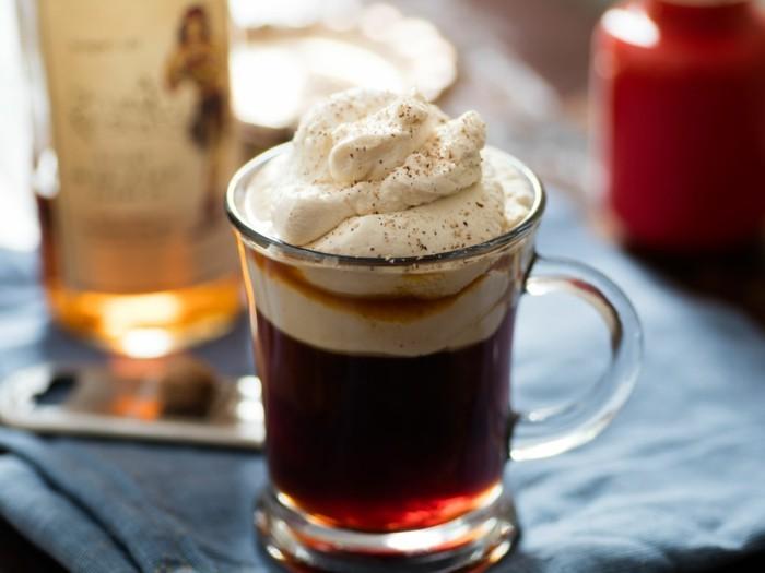 heißgetränke-rezeptideen-kaffee-mit-schlagobers