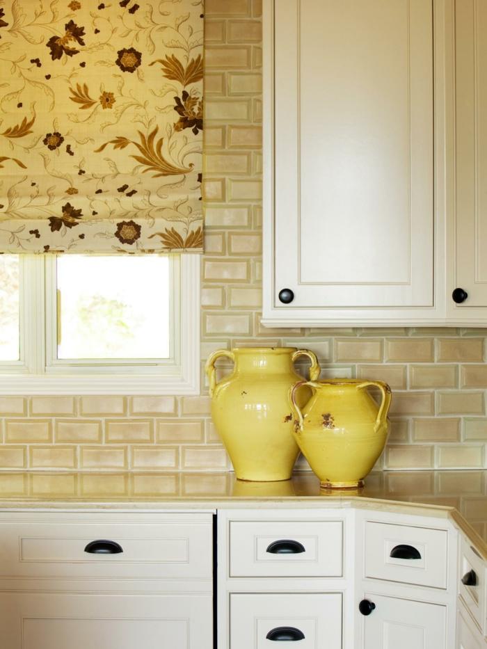 farbkombinationen hochwertige inneneinrichtung küche einrichten ideen gelbe dekovasen raffrollo