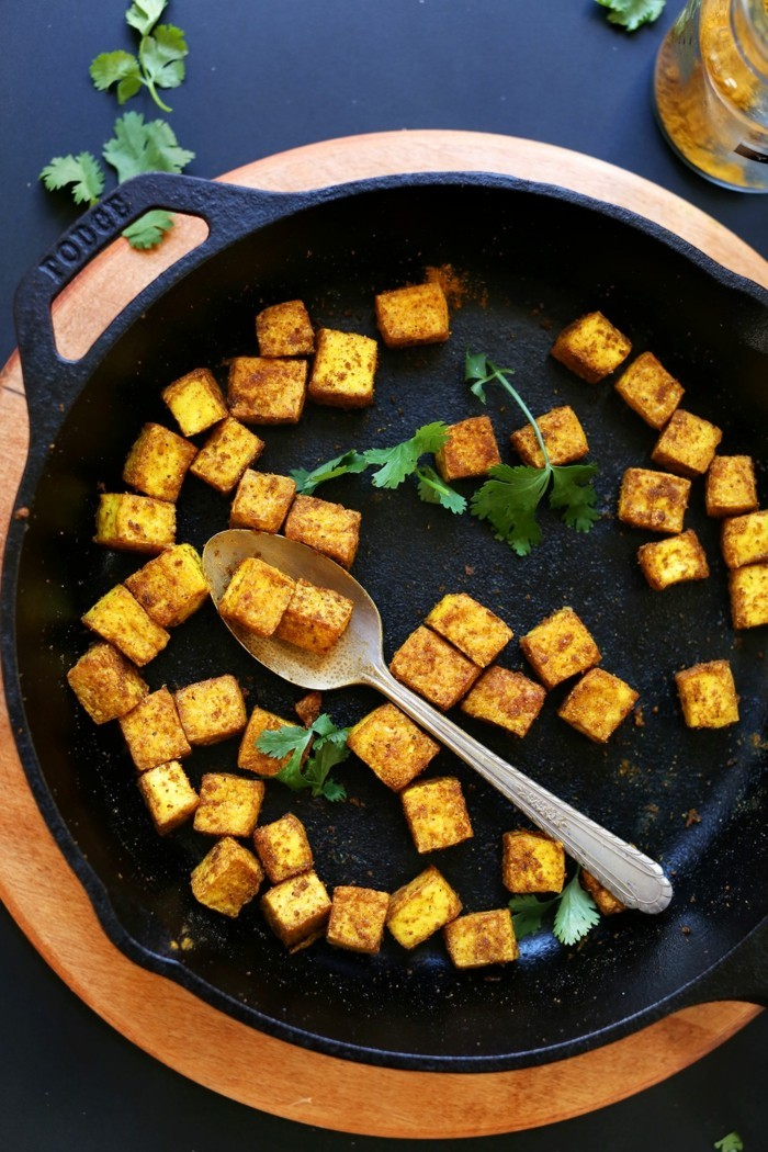 knuspriges tofu in der pfanne zubereiten