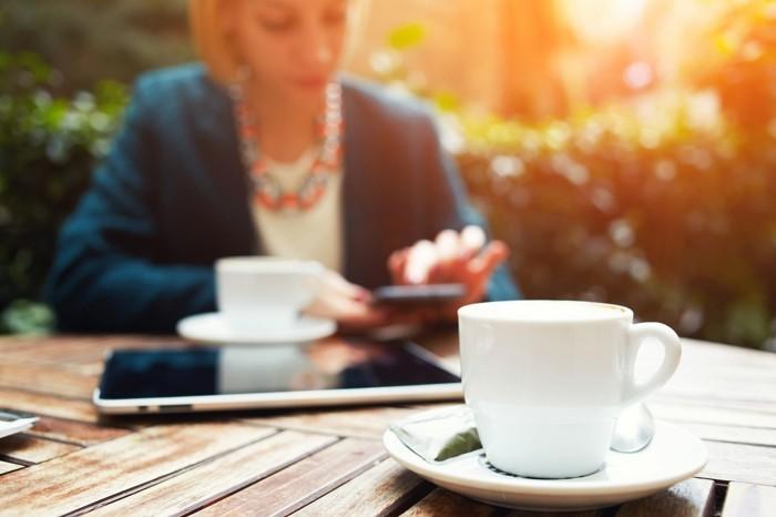 lebe gesund arbeitsplatz lange sitzen mehr bewegung