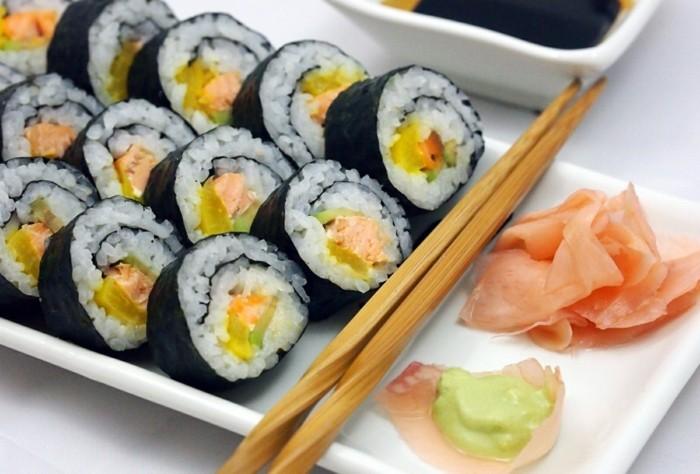 maki-sushi-servieren-und-konsumieren