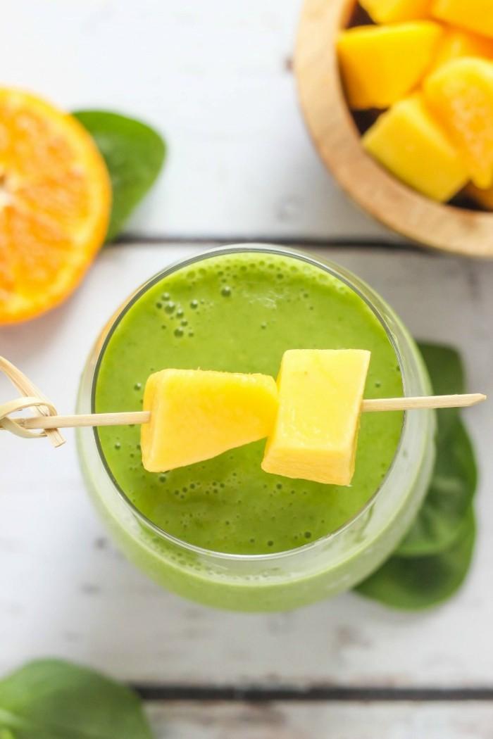 mango und orangen gruener smoothie