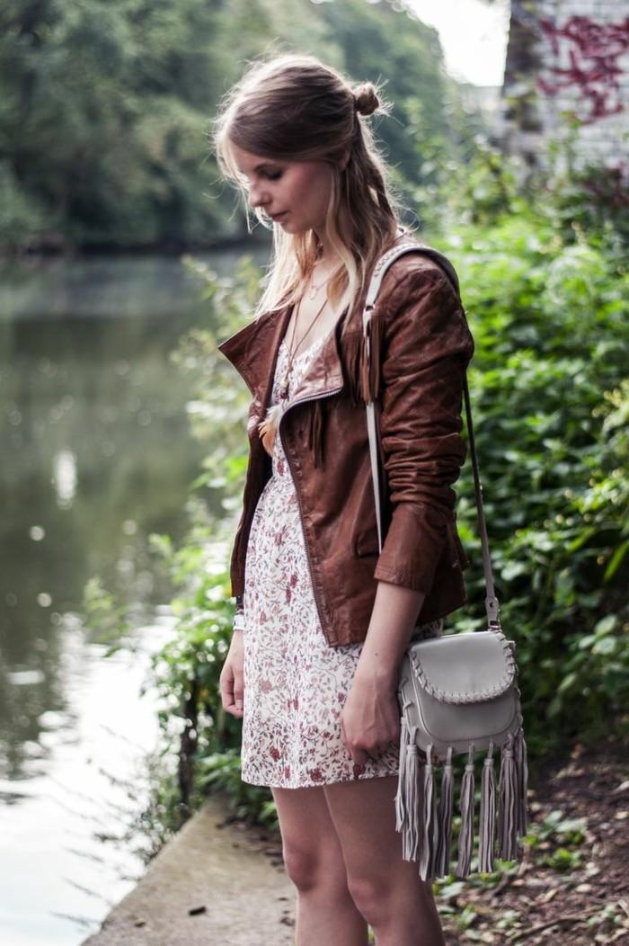 mode für frauen ideen für ein sommerliches outfit mit blumenkleid