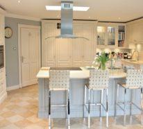 Eine Landhausstil Küche trägt zur warmen Familienatmosphäre in Ihrem Zuhause bei