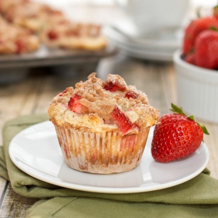 muffin mit erdbeeren als eine suesse versuchung