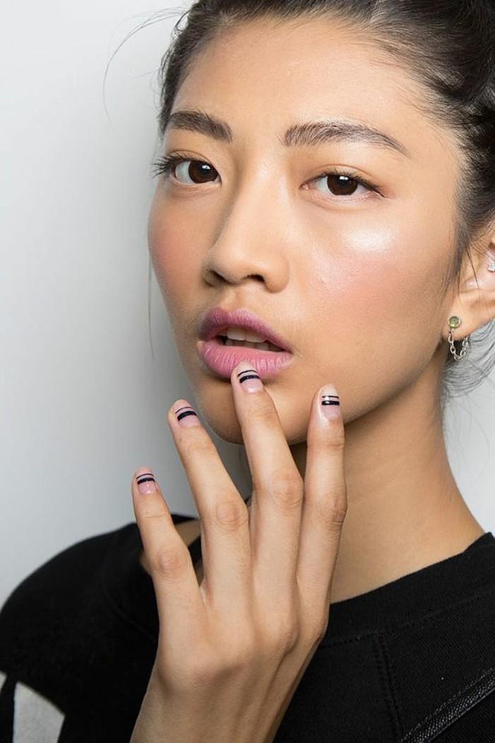 nageldesign ideen dezenter lippenstift nagellack mit streifen