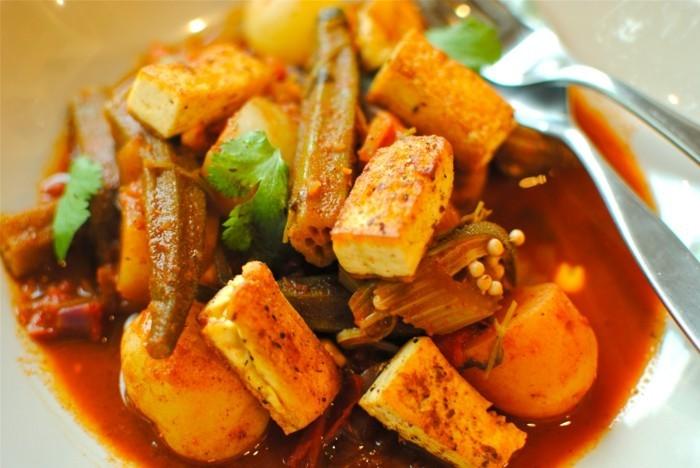 nordafrikanisches essen mit tofu und- Gemüseeibisch