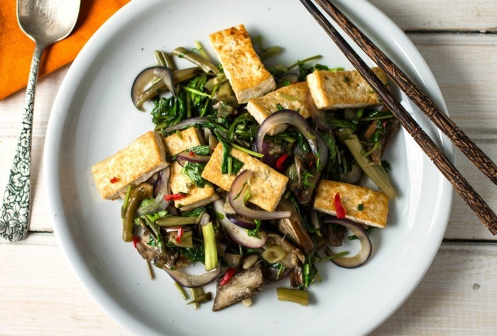 oberginen gegrilltes gemuese mit tofu