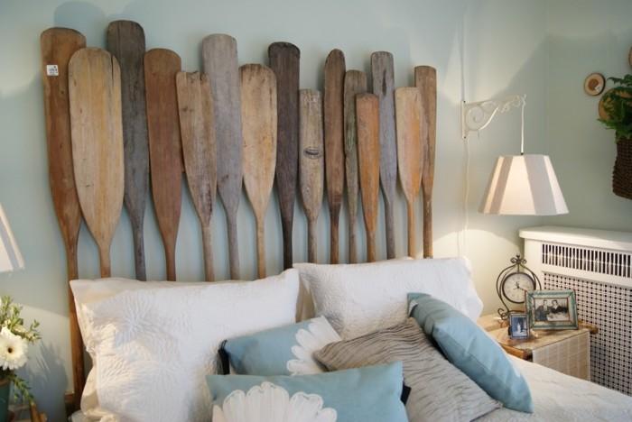 originelles kopfteil mit rudern aus holz upcycling ideen für das schlafzimmer