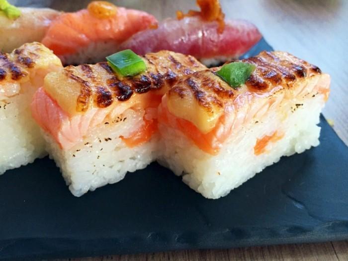 oshi sushiarten reis und roher fisch