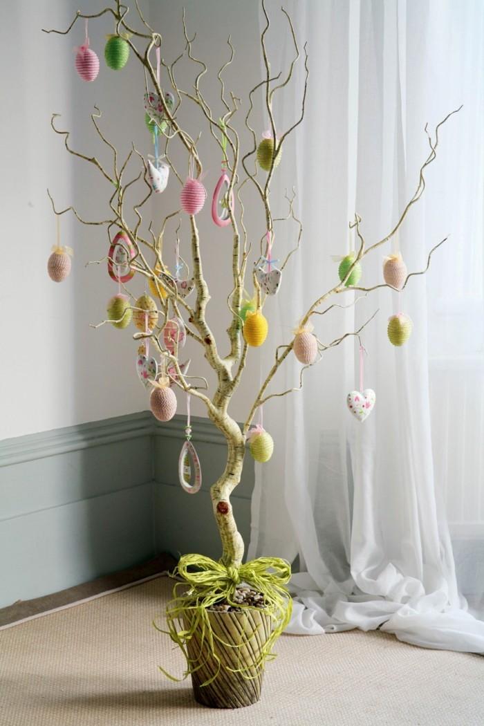 ostereierbaum mit dekoration aus stoff eierbaum