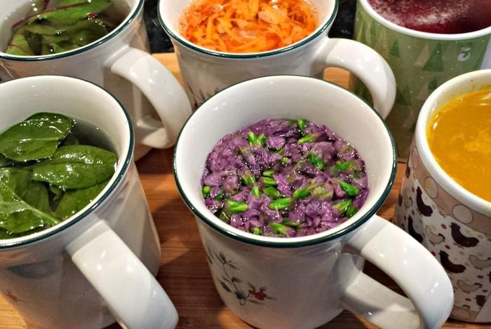 ostereier bemalen diy ideen natürliche farben von den pflanzen ökologische farben