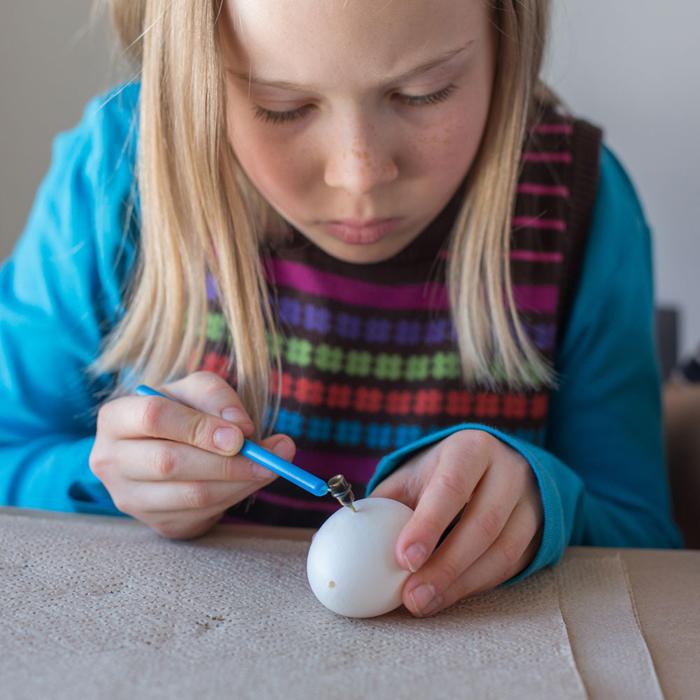 ostereier bemalen diy ideen natürliche farben von den pflanzen deko ideen basteln mit kindern