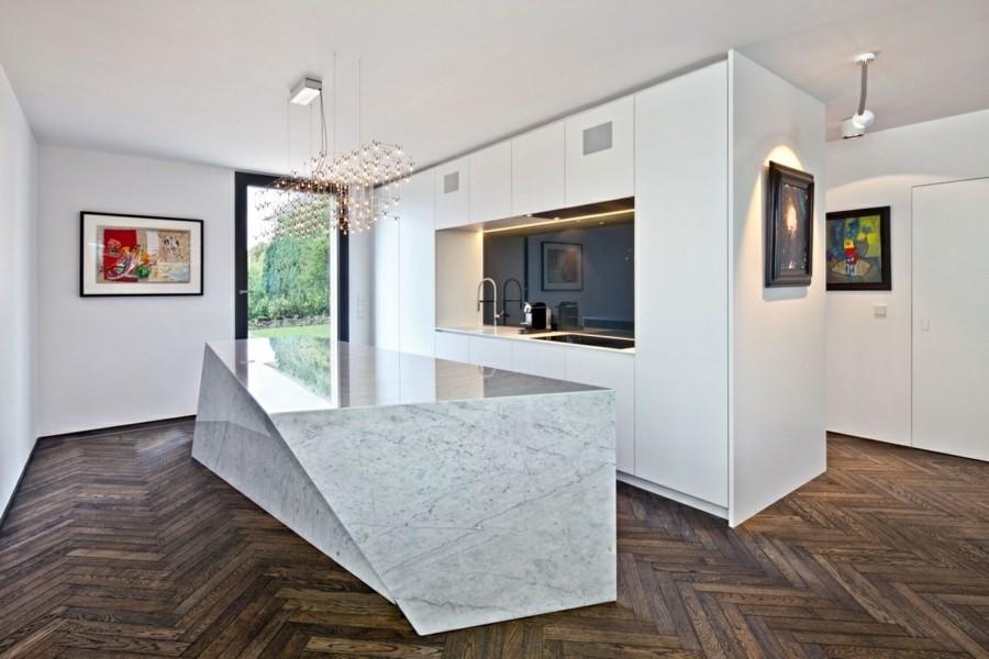 parkett und marmor kücheneinrichtung weisse küchenschränke matt