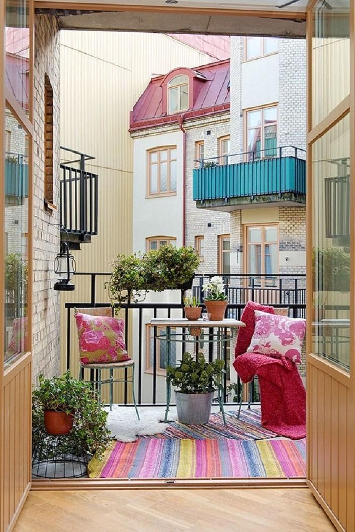 platzsparende moebel kleinen balkon gestalten kokett