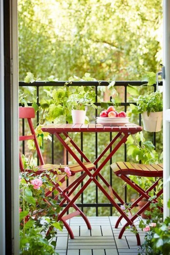 platzsparende moebel kleinen balkon gestalten raumnutzung klapptisch