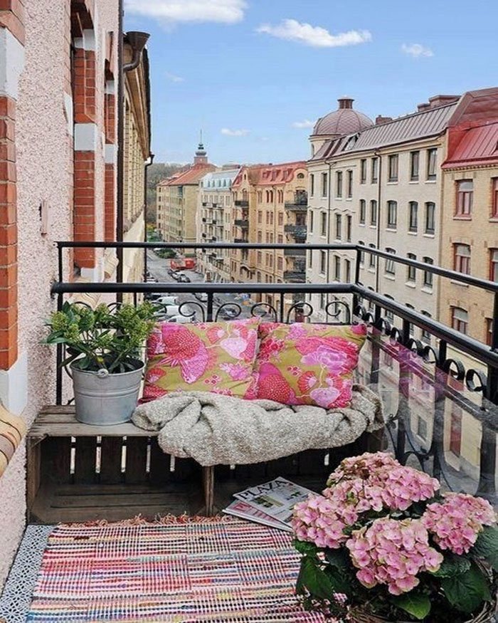 77 coole ideen f r platzsparende m bel womit sie kokett den kleinen balkon gestalten. Black Bedroom Furniture Sets. Home Design Ideas