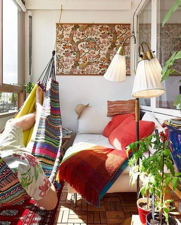 platzsparende moebel kleinen balkon gestalten sitzbank stauraum-platz fuer alles