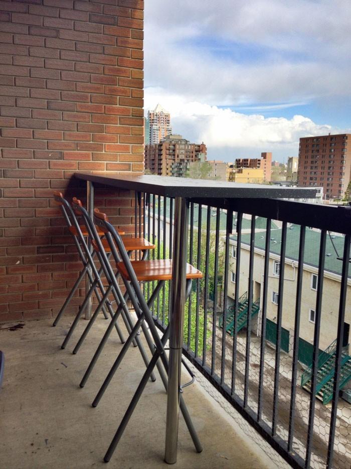 platzsparende moebel kleinen balkon gestalten tisch set