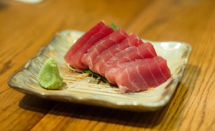 sashimi mit thunfisch koestlich essen