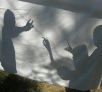 Schattentheater selber machen und die Hände spielen lassen