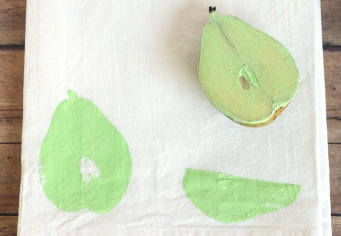 stempel selber machen rosenkohl blumen muster t shirt birnemaking of nachmalen mit textilstift 2