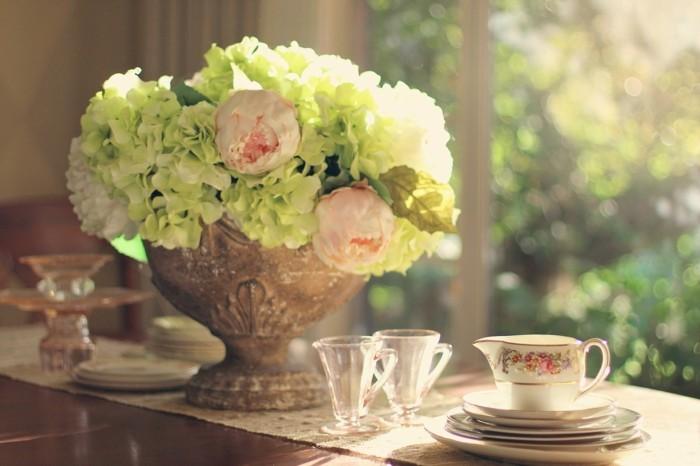 tischdekoration für den frühling hortensien pfingstrosen
