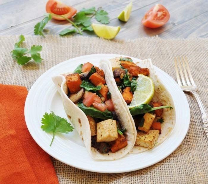 tacos mit pikanter tofu und suessen kartoffeln