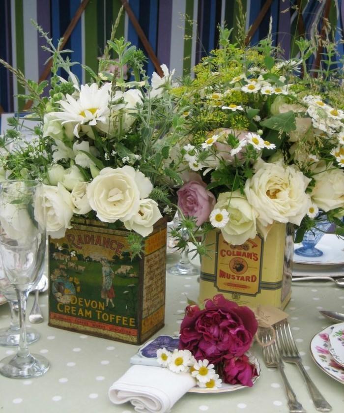 vasen aus alten blechdosen tischdeko blumendeko upcycling ideen