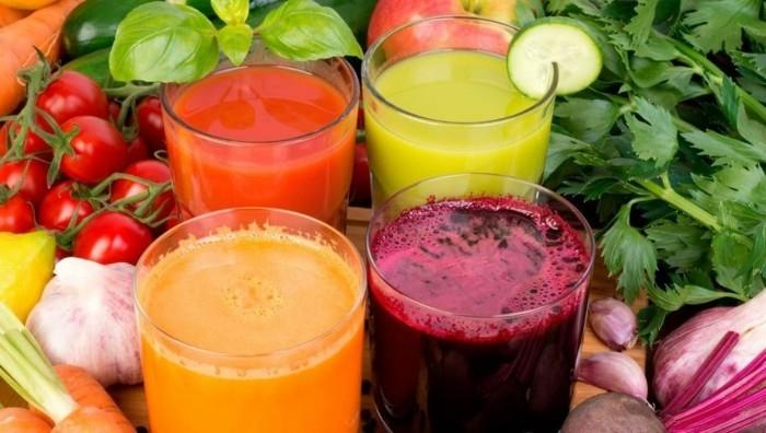 vegan abnehmen gemüse essen frisch gepresste säfte tomatensaft orangensaft karottensaft