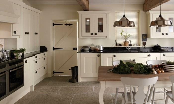 eine landhausstil k che tr gt zur warmen familienatmosph re in ihrem zuhause bei. Black Bedroom Furniture Sets. Home Design Ideas